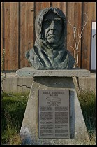 Digital photo titled amundsen-sculpture