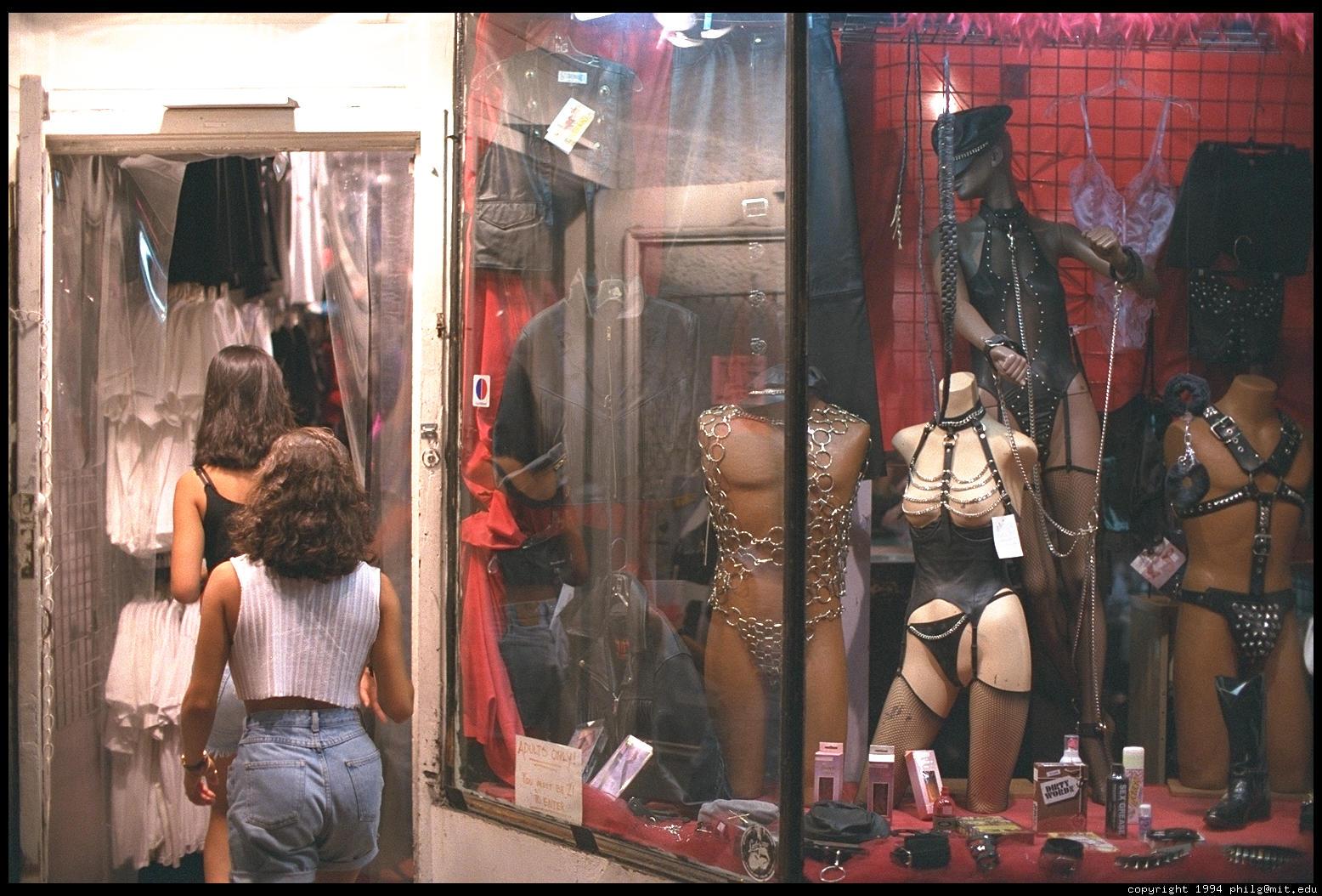 Секс в магазине фооо фото 112-3