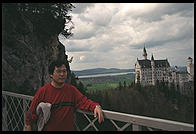 Jin in front of Neuschwanstein from Marienbruecke.