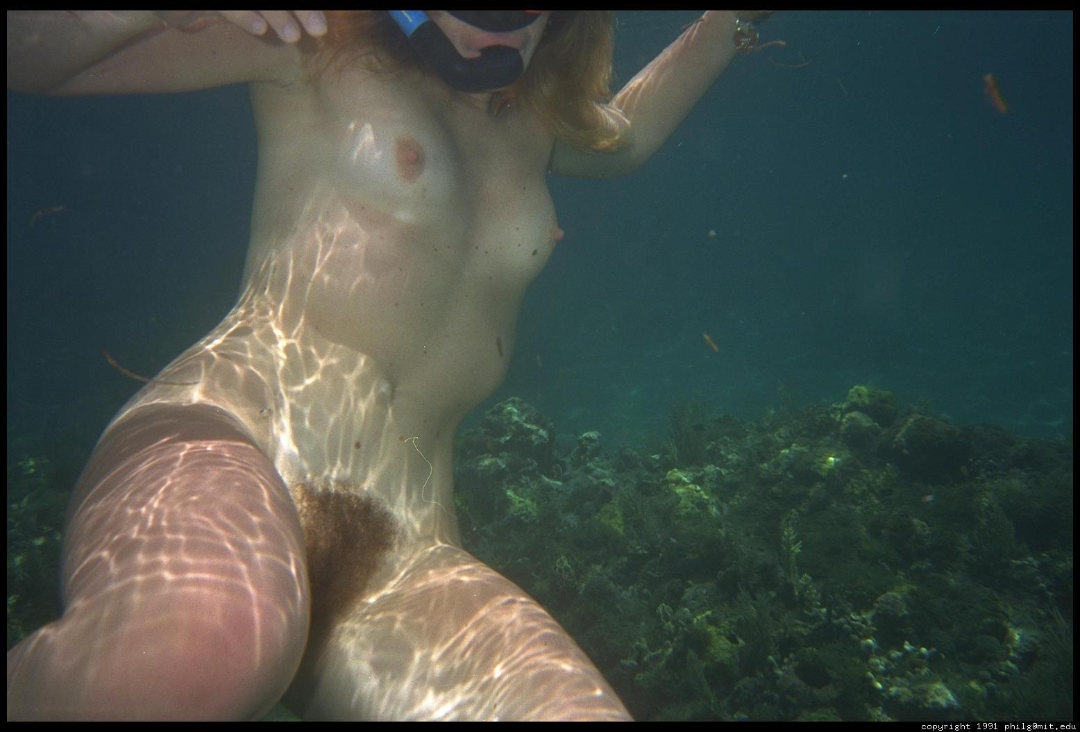 частные фотографии голых женщин под водой - 9